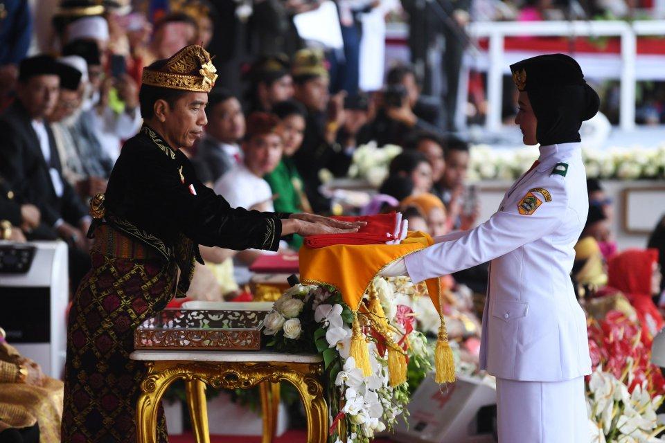 Jokowi upacara 17 agustus di istana