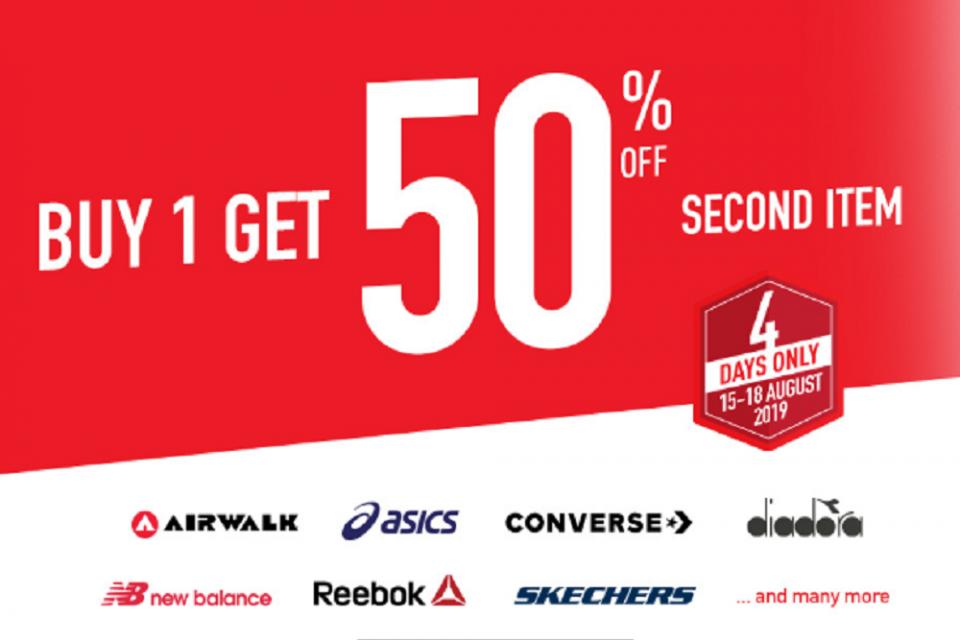 Gerai sepatu dan perlengkapan olah raga Planet Sport juga menggelar promo diskon 50% menyemarakkan HUT RI ke-74.