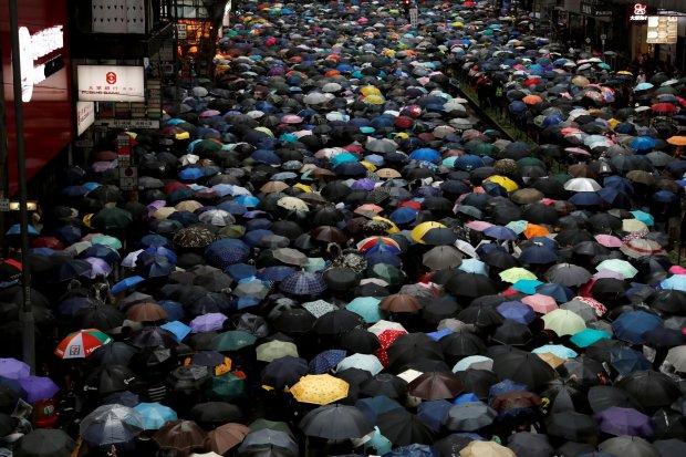 rusuh di Hong Kong, demonstrasi Hong Kong, dampak rusuh Hong Kong terhadap ekonomi, HSBC, Li Ka-shing, Stanchart