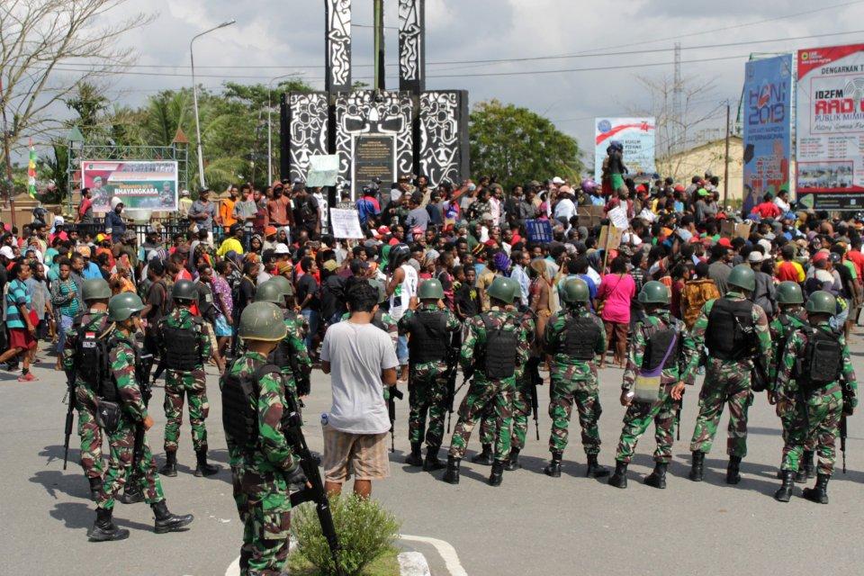 Kerusuhan di Papua, Unjuk Rasa, Timika, Fakfak, Manokwari