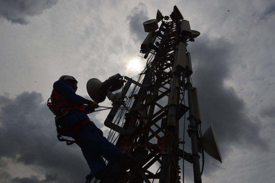 ihsg, saham telekomunikasi naik, sesi I, xl, indosat, smartfren