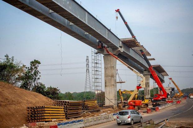 PT Jasa Marga Tbk (Persero) menargetkan tol layang Jakarta-Cikampek II dapat dioperasikan pada Desember 2019.