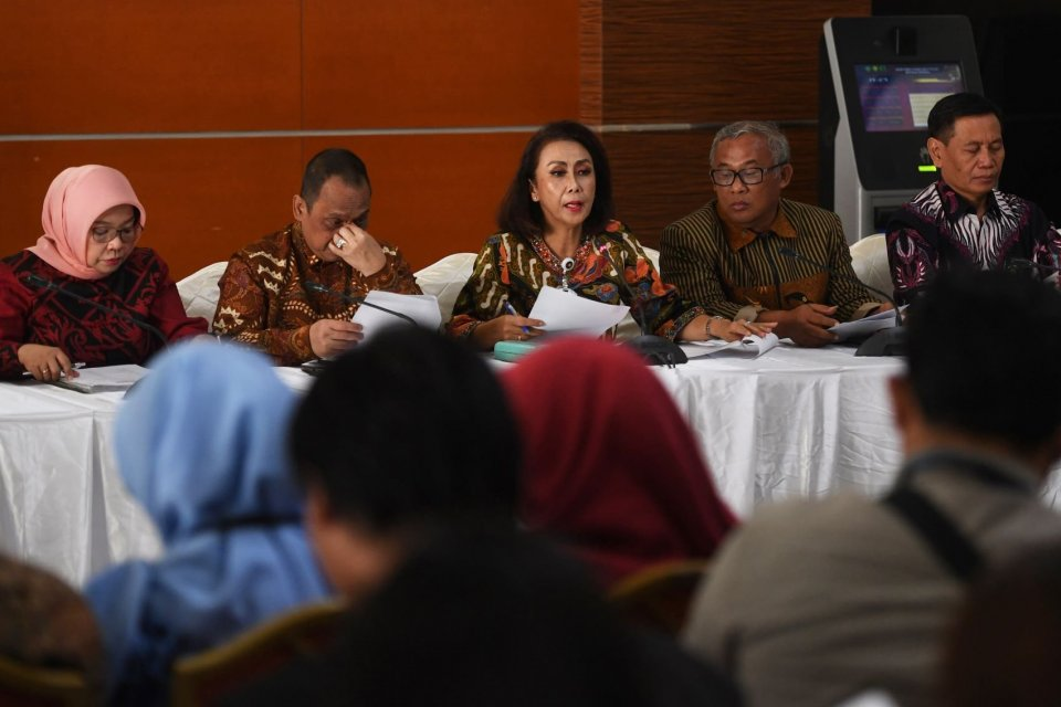 kritik lsm dan perguruan tinggi terkait proses seleksi pimpinan kpk