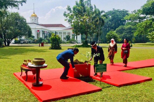 Jokowi bertemu raja malaysia sultan abdullah