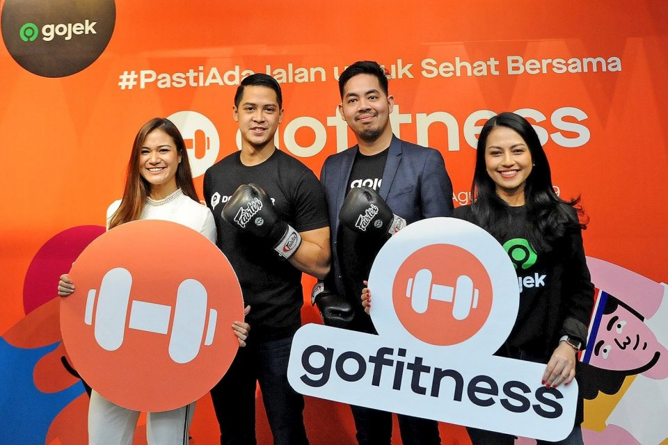 (Kanan-Kiri) VP Corporate Communications Gojek Group Kristy Nelwan, Head of Third Party Platform Gojek Group Sony Radhityo, Chief Executive Officer DOOgether Fauzan Gani dan Healthy and active lifestyle enthusiast Annisa Munaf dalam peluncuran GoFitness.