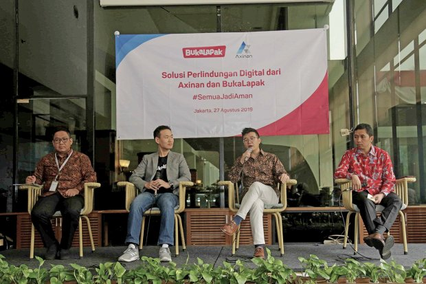 Head Product Service Development Sompo Insurance Susanto Halim, Director Payment, Fintech & Virtual Product Bukalapak Victor Lesmana, Founder & CEO Axinan Wei Zhu, dan Country Manager of Axinan Indonesia Pradityo Anggoro Kusumo.