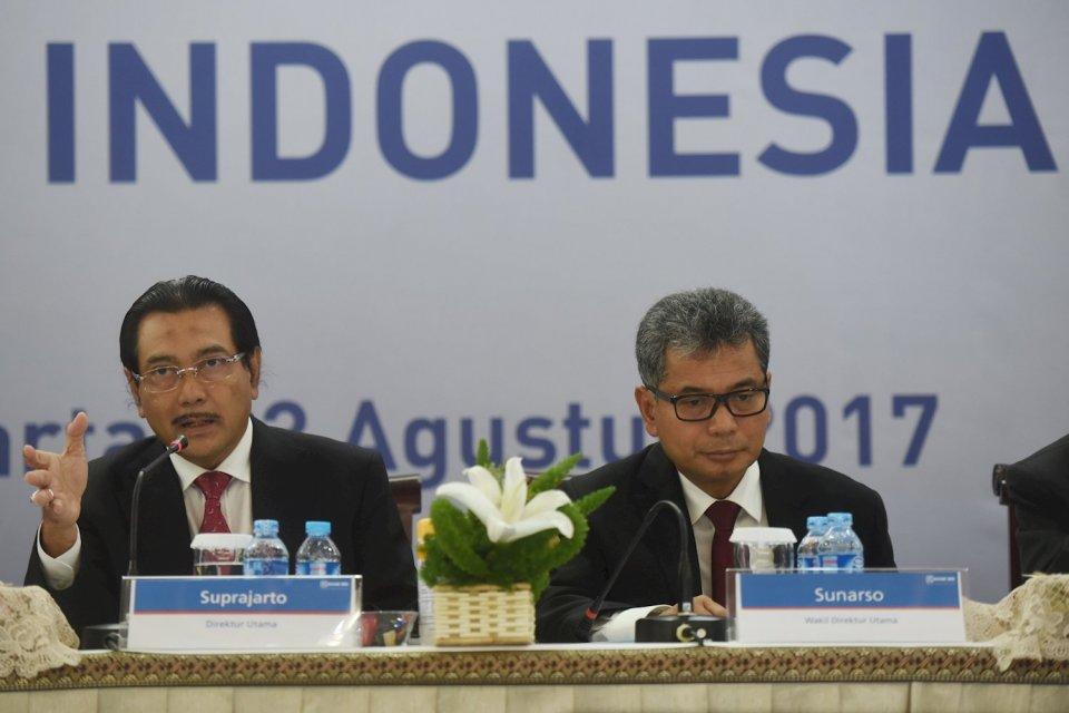 Ilustrasi, Dirut BRI Suprajarto (kiri) didampingi Wadirut Sunarso (kanan) memaparkan kinerja Bank BRI semester I 2017 di Jakarta, Kamis (3/8). Sunarso menjadi calon kuat BRI 1.