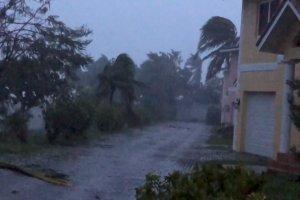 Hujan dan Angin Akibat Badai Dorian di Bahama