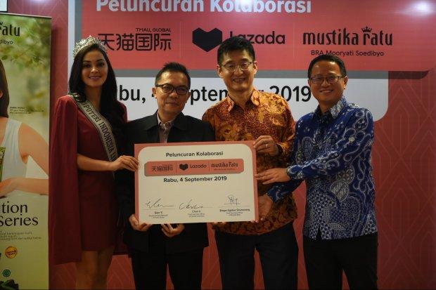 Penandatanganan kerja sama antara Lazada, Mustika Ratu, dan Tmall di Jakarta, Rabu (4/9). Mustika Ratu akan membuka flagship store di Tmall pada akhir 2019.