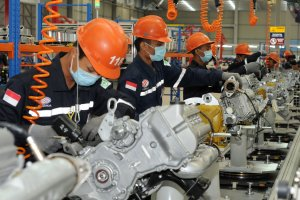 Tenaga Kerja di pabrik Mobil Esemka