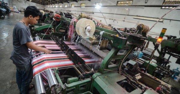 POLY Emiten Tekstil Panen Laba Ditengah Banyaknya Perusahaan yang Tutup | Katadata News