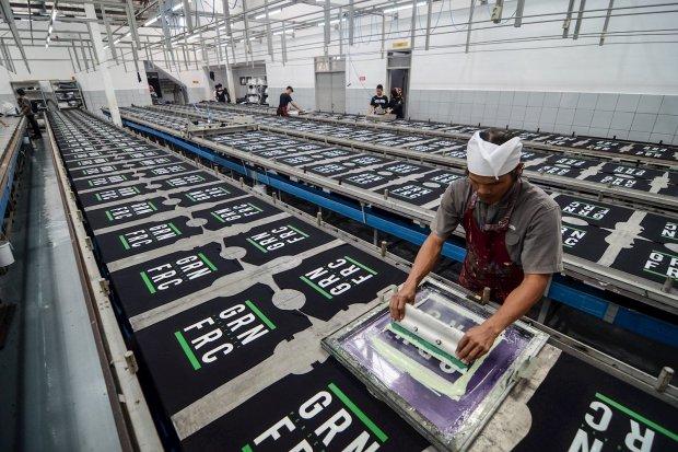 Revisi Peraturan Menteri Perdagangan (Permendag) nomor 64 tahun 2017 tentang Impor Tekstil dan Produk Tekstil (TPT) terbit Jumat besok. Revisi aturan tersebut bertujuan untuk menekan impor ilegal.