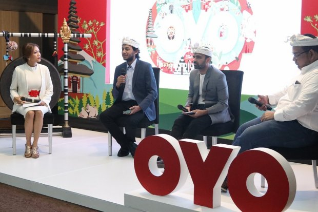 Rishabh Gupta, Country Head OYO Hotels & Homes Indonesia, Sutjita dan William, Mitra Pemilik Hotel OYO, Ida Bagus Purwa Sidemen, Direktur Eksekutif PHRI Bali, Ritesh Agarwal, Founder & Group CEO OYO Hotels & Homes, dan Benny Batara, Region Head OYO Hotels