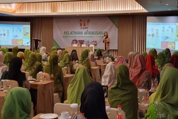 Suasana pelatihan Gojek Wirausaha-UMKM Banyuwangi Maju bersama dengan Muslimat NU di Kabupaten Banyuwangi. NU gencar mengadakan pelatihan bisnis berbasis digital terhadap UMKM binaannya untuk mengantisipasi perkembangan revolusi industri 4.0.