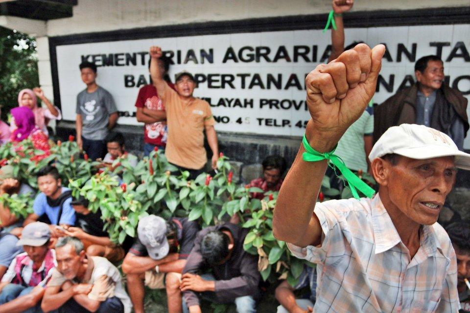 RUU Pertanahan, pasal-pasal kontroversial, kriminalisasi penggusuran, hak tanah adat