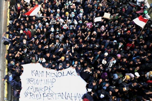 mahasiswa demonstrasi, dpr