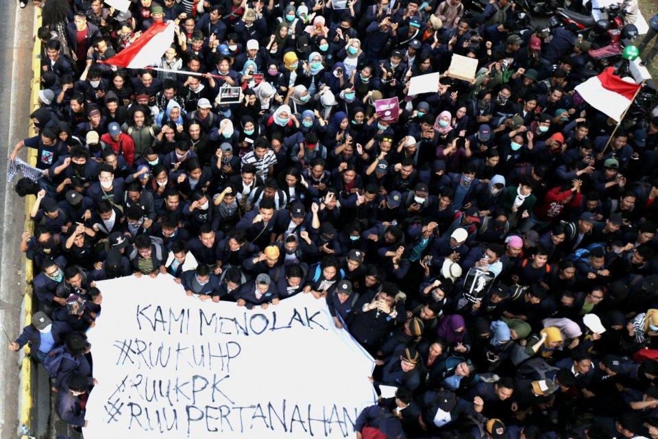 Survei LSI, Perppu KPK, Survei Kepercayaan terhadap Jokowi