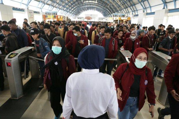 Gelombang Demonstrasi DPR dan Laris-Manisnya Pedagang Masker