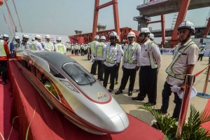 Pemasangan Girder Kereta Cepat Jakarta-Bandung