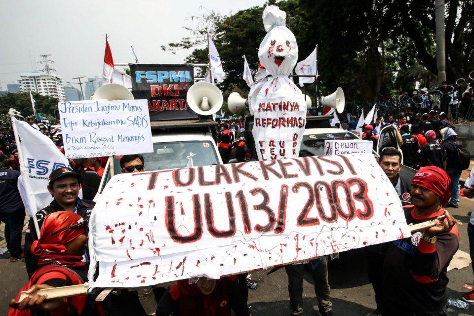 Asosiasi Pengusaha Indonesia menanggapi tiga tuntutan buruh.