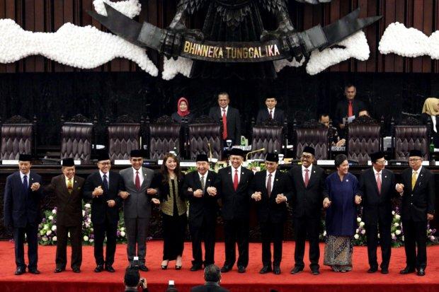 Wakil Ketua MPR dari Fraksi Gerindra Ahmad Muzani menyatakan rencana amendemen UUD 1945 hanya akan terbatas pada Garis Besar Haluan Negara (GBHN).