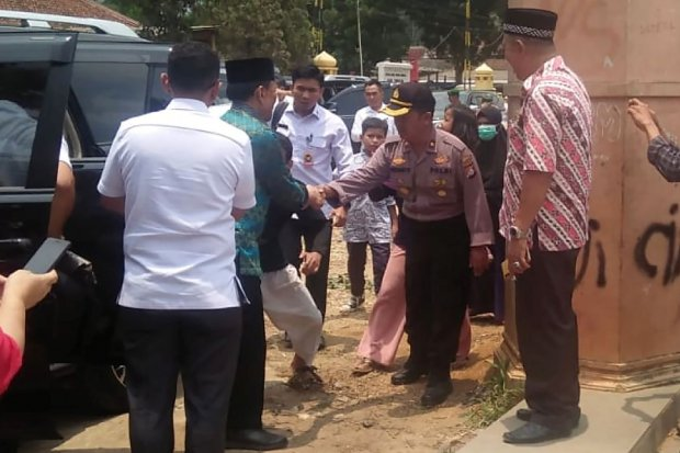 Wiranto ditusuk, Wiranto korban penusukan, penusukan di Banten