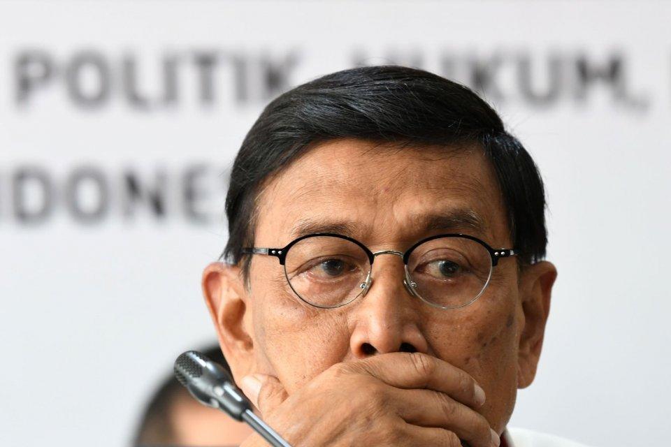 Wiranto ditusuk, penusukan Wiranto, pelaku penusukan penggusuran jalan tol