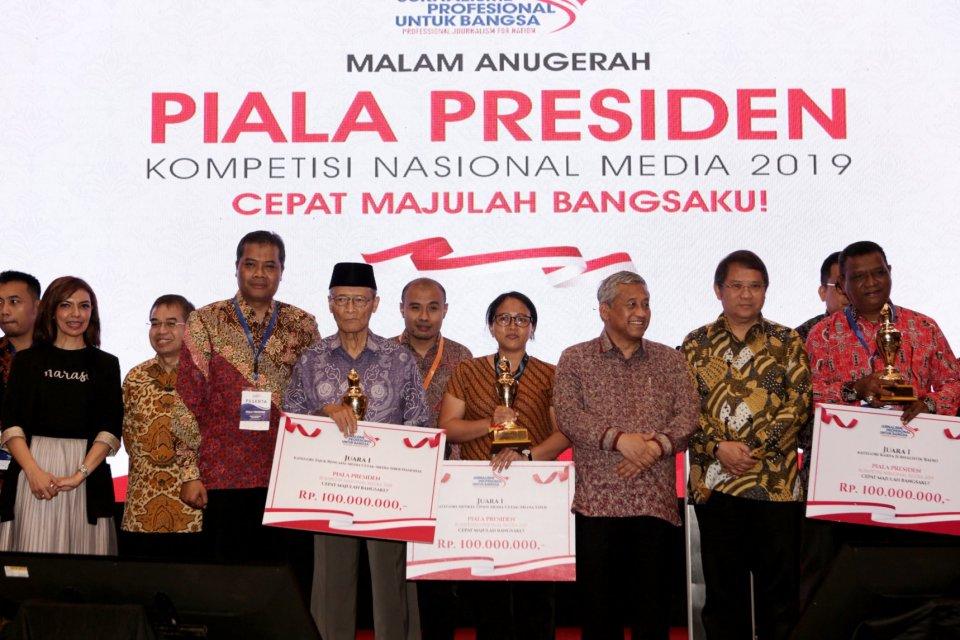 Pengumuman Malam Anugerah Piala Presiden Kompetisi Nasional Media 2019 yang diselenggarakan oleh Jurnalisme Profesional di Golden Ballroom, Hotel Sultan, Jakarta (10/10/2019). Media Katadata memenangkan juara dua dalam kategori \