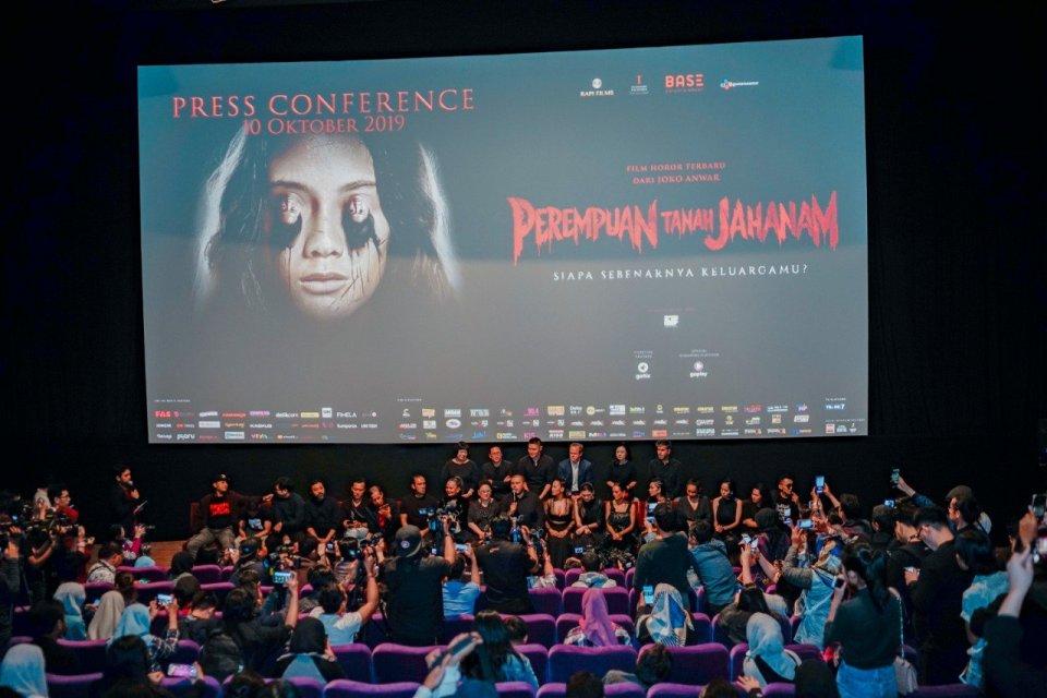 Suasana konferensi pers film Perempuan Tanah Jahanam yang disutradarai oleh Joko Anwar, Kamis (10/10). Film ini disebut sebagai film horor kedua Joko Anwar yang sukses besar menyusul film Pengabdi Setan.