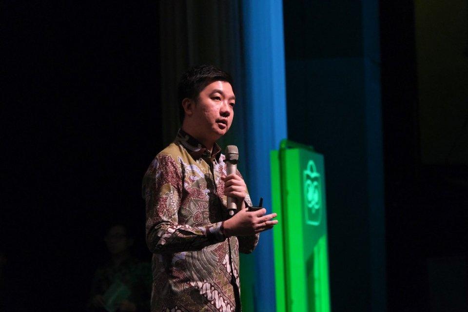 Co-Founder sekaligus CEO Tokopedia William Tanuwijaya dalam acara Super Ecosystem Tokopedia di Djakarta Theater, Jakarta, Kamis malam (10/10). LPEM FEB UI memperkirakan, Tokopedia menciptakan 1,14 juta lapangan kerja baru tahun ini.