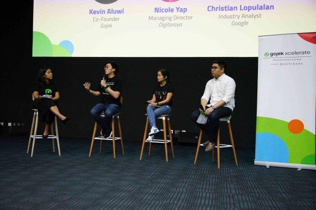 Co-Founder Gojek Kevin Aluwi (kedua dari kiri) berbagi informasi terkait cara kerja dan manfaat dari machine learning kepada 25 startup.
