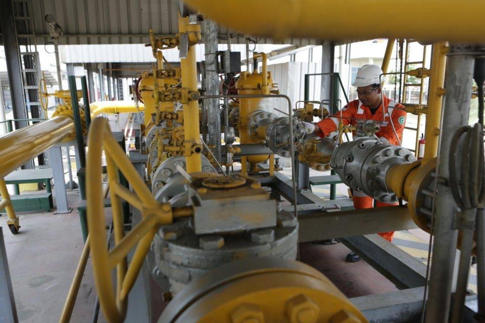 Jokowi menegaskan bahwa harga gas industri tidak akan naik