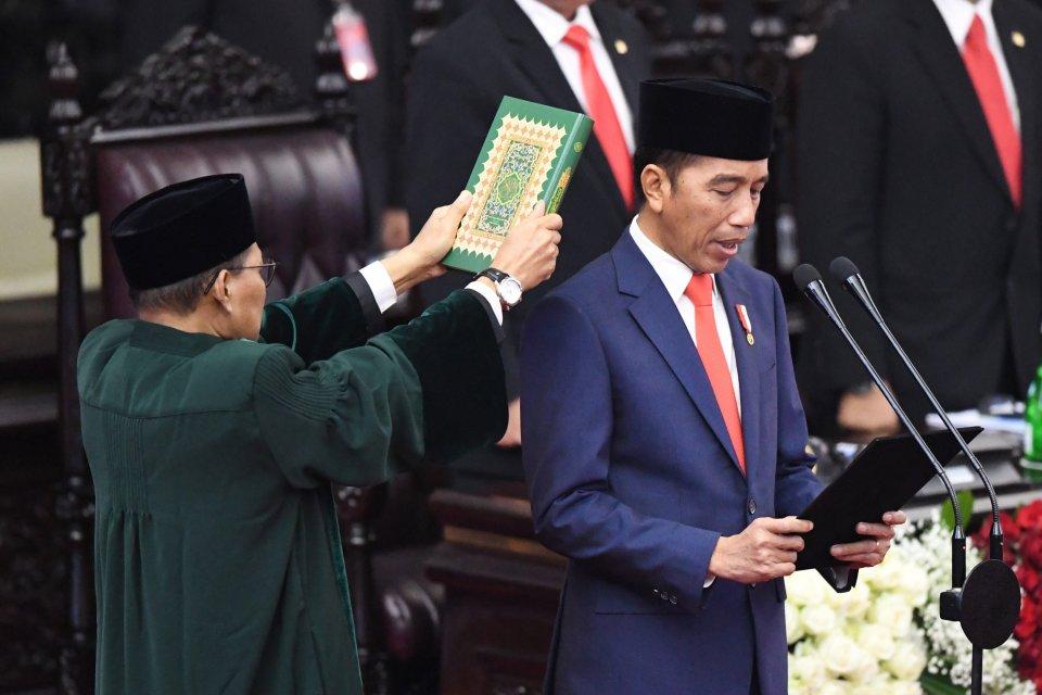 Presiden Joko Widodo mengucapkan sumpah saat dilantik menjadi presiden periode 2019-2024 di Gedung Nusantara, kompleks Parlemen, Senayan, Jakarta, Minggu (20/10/2019).