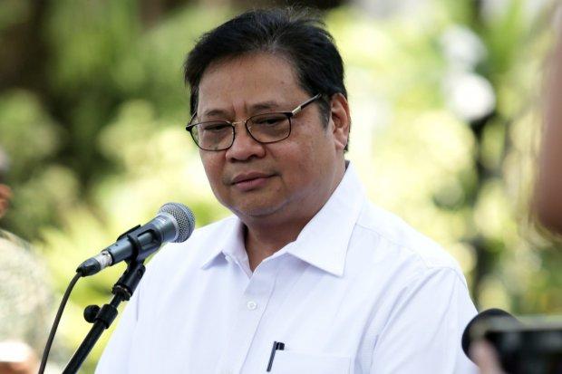 Airlangga Hartanto mendatangi Kompleks Istana Kepresidenan, Jakarta, Senin (21/10/2019). Menurut rencana Presiden Joko Widodo akan memperkenalkan jajaran kabinet barunya kepada publik hari ini usai dilantik Minggu (20/10/2019) kemarin untuk masa jabatan k