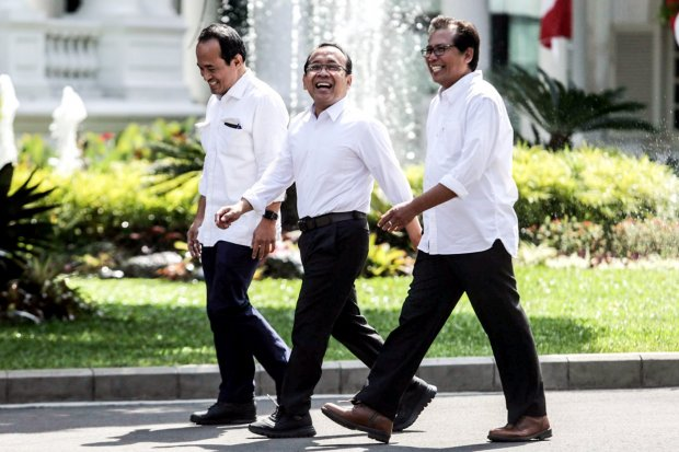 Pengamat Politik Fadjroel Rachman (kanan), Menteri Sekretaris Negara, Pratikno dan Pengamat Politik Nico Harjanto (kiri).