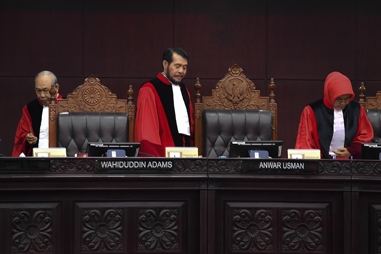9 Hakim MK Tes Corona, Sidang Ditidakan Hingga 31 Maret.