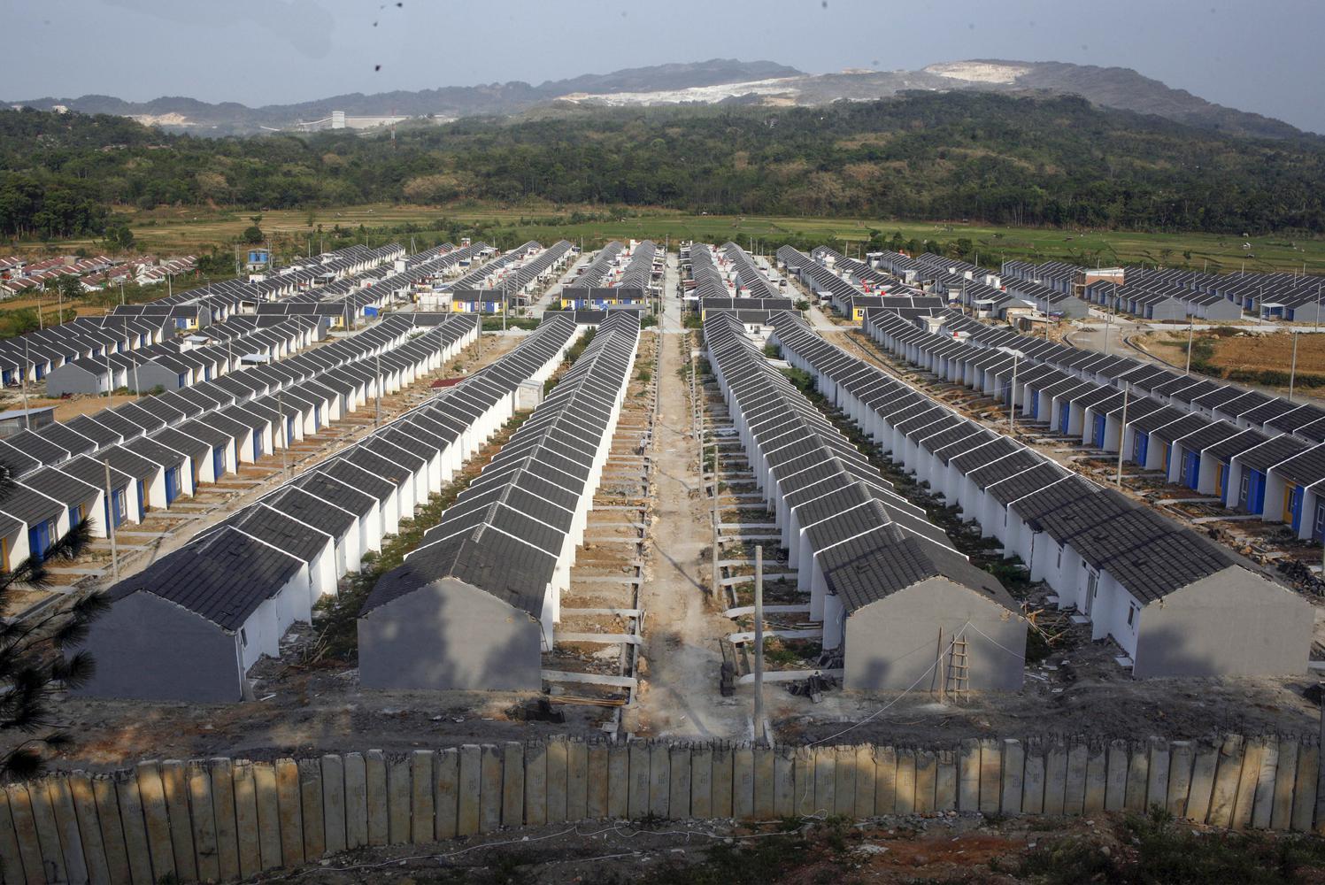 Suasana sebuah kompleks perumahan bersubsidi di kawasan Citeureup, Bogor, Jawa Barat, Senin (7/10/2019). Pemerintah memutuskan menambah anggaran untuk penyaluran rumah subsidi bagi Masyarakat Berpenghasilan Rendah (MBR) melalui skema Fasilitas Likuiditas
