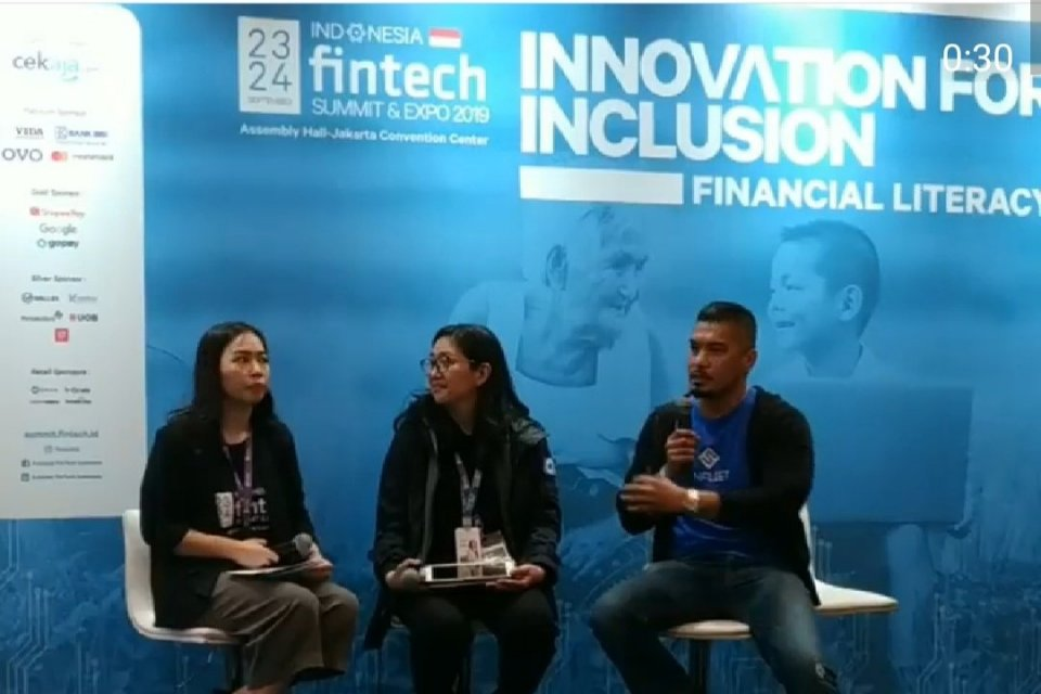 Ilustrasi, CEO FinFleet Brata Rafly (paling kanan) dalam acara Fintech Summit di JCC, Jakarta, 23-24 September lalu. Startup FinFleet menggabungkan layanan logistik dan laku pandai untuk membantu bank hingga teknologi finansial (fintech) menggaet konsumen