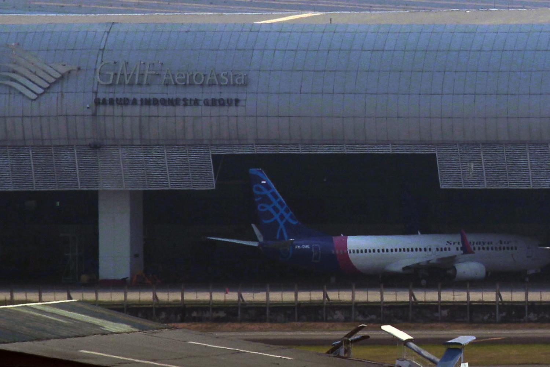 Sebuah pesawat Sriwijaya berada di hanggar GMF milik Garuda Indonesia di Bandara Soekarno Hatta, Tangerang, Banten, Selasa (1/10/2019). Sriwijaya Air menjalin kerja sama kembali dengan anak perusahaan Garuda Indonesia, yakni PT Garuda Maintenance Faciliti