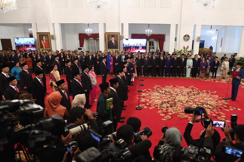 Presiden Joko Widodo bersiap mengambil sumpah jajaran menteri dalam rangkaian pelantikan Kabinet Indonesia Maju di Istana Merdeka, Jakarta, Rabu (23/10/2019).