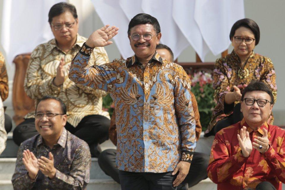 Menkominfo: Jhonny Plate di halaman Istana Merdeka, Jakarta Puaat (23/10/2019). Hari ini presiden Joko Widodo mengumum para calon Menteri dan Pejabat Setingkat Menteri Periode Tahun 2019-2024.\\r\\n