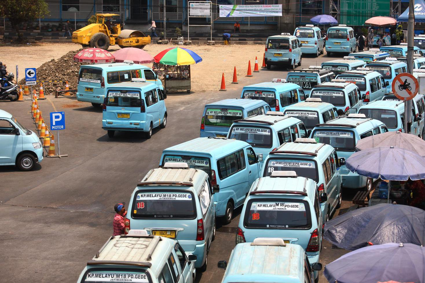Hitung Dampak Corona, Jokowi: Sopir Angkot dan Ojek Paling Terdampak