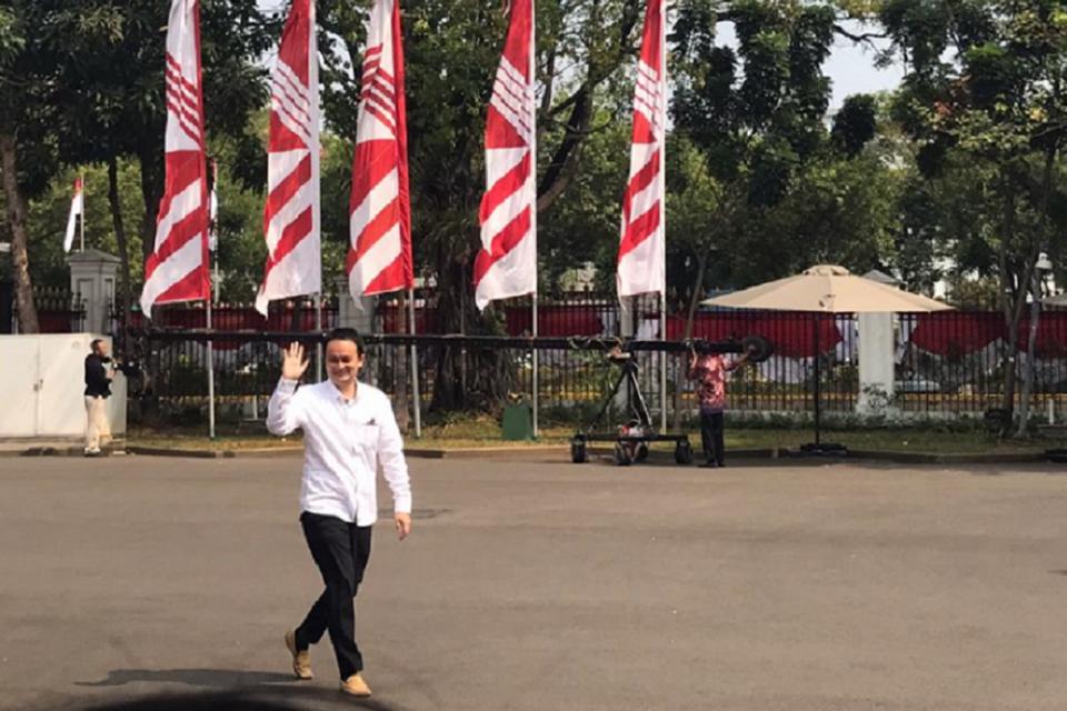 Politisi Golkar Jerry Sambuaga mendatangi Istana Negara pagi tadi. Dia diminta Presiden Jokowi menangani masalah perdagangan dan perjanjian internasional.