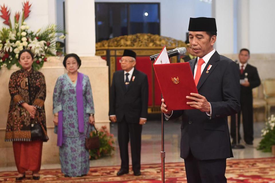 Presiden Joko Widodo melantik sembilan anggota Komisi Kejaksaan periode 2019-2023.