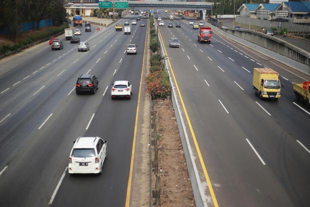 Pengusaha berharap pemerintah mengeluarkan kebijakan yang ramah investasi terkait pembangunan jalan tol, supaya pihak swasta mau berpartisipasi