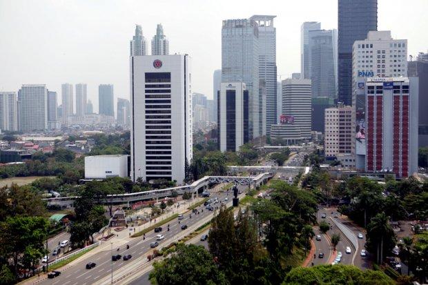 Pemandangan gedung gedung bertingkat di Jakarta (30/10/2019). Pertumbuhan ekonomi melambat di kuartal III 2019 hanya sampai kisaran 4,95 persen hingga 5,05 persen sehingga Indonesia tertinggal dari negara Laos (6,5 persen), Myanmar (6,6 persen), Filipina