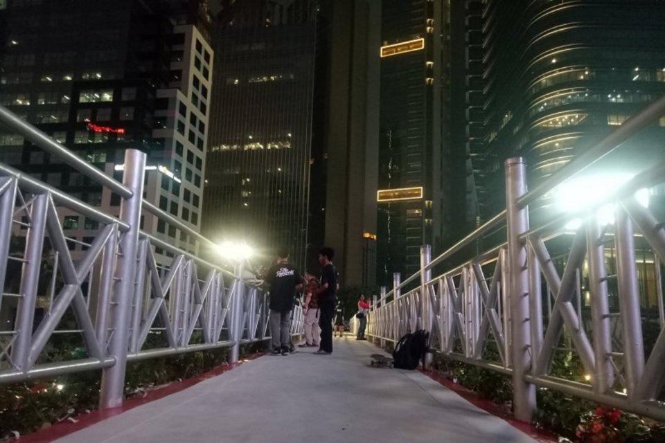 JPO tanpa atap, anies copot atap JPO, jembatan penyeberangan orang tanpa atap