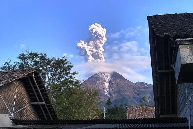 Gunung Merapi Meletus Awan Panas Meluncur 1 000 Meter Nasional Katadata Co Id