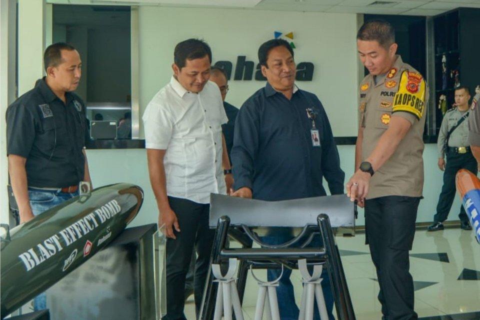Sejarah PT Dahana (Persero) dimulai dari Proyek Menang milik Angkatan Udara Republik Indonesia (AURI) pada 1960-an.