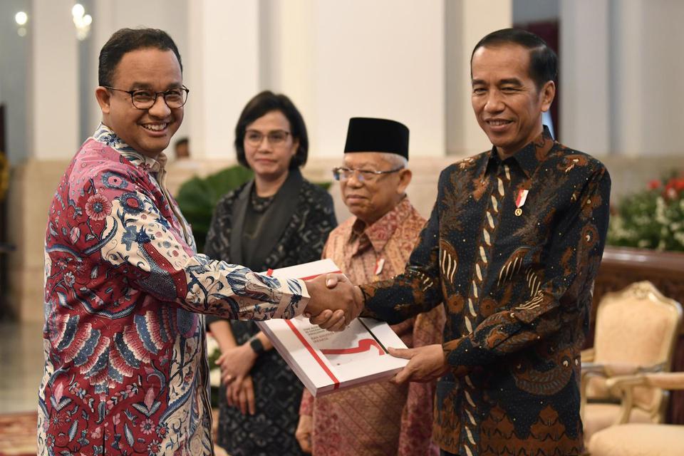 Presiden Joko Widodo (kanan) meminta K/L dan daerah membelanjakan dana dalam Daftar Isian Pelaksanaan Anggaran atau DIPA 2020 sesegera mungkin.
